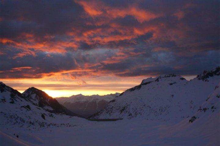 lumière du matin sur le lac de Salanfe...