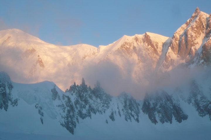 lever de soleil sur la face est du mont Blanc