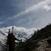 Marche d'approche pour le raid du Grand Paradis avec les Guides de Saint-Gervais les Contamines