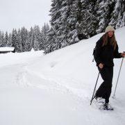 Raquettes en foret face au Mont-Blanc