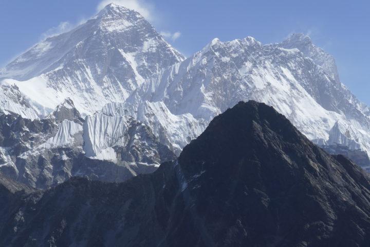 au loin l'Everest ou Chomolungma