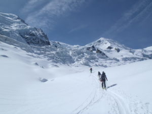Passage de la jonction en ski de rando - mont blanc à ski