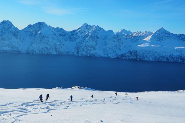 magie du ski dans les fjords de Norvège