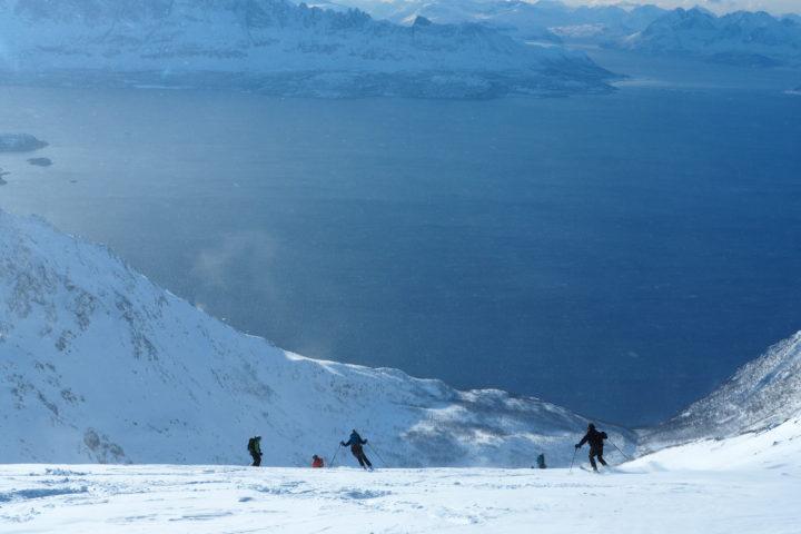 vue plongeante sur le reinfjorden