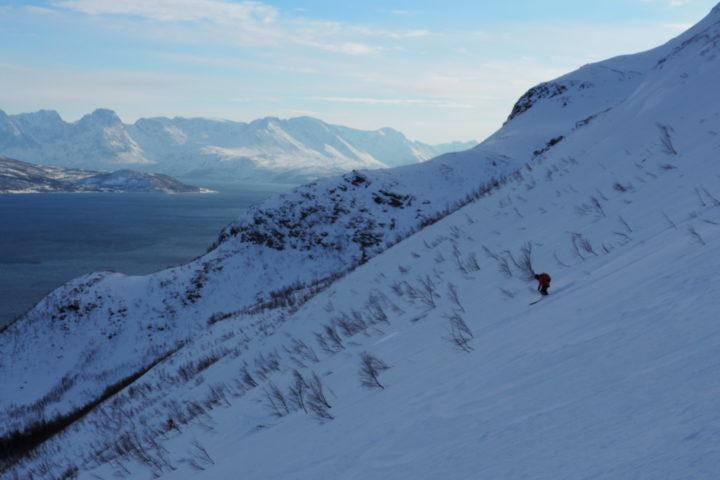 face au Alpes de Lyngen