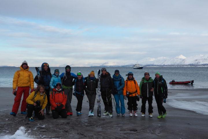 l'équipe sur la plage de Nakkevika