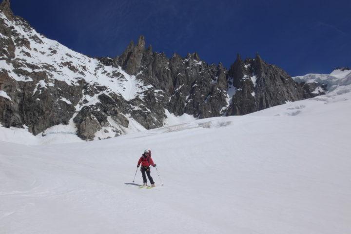 Ski de printemps sur le glacier des Courtes