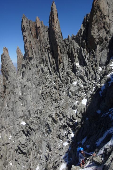 la vire de départ en versant ouest de l'arête des grands Montets