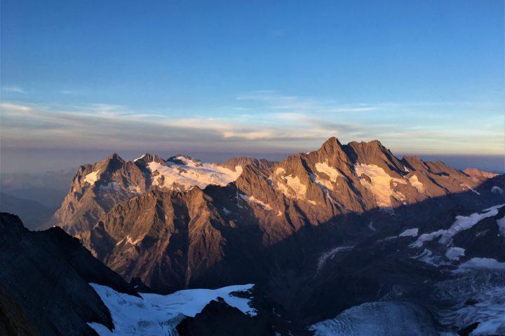 Coucher de soleil sur les massif du Wetterhorn et des Schreckorn-Lautraarhorn