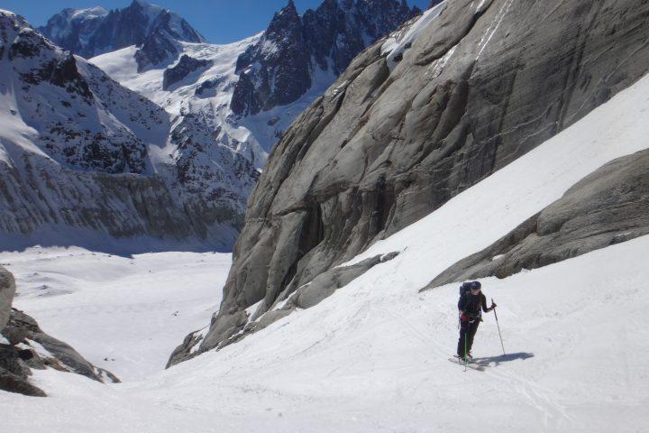 le couloir menant au glacier de Talèfre sous le refuge du couvercle