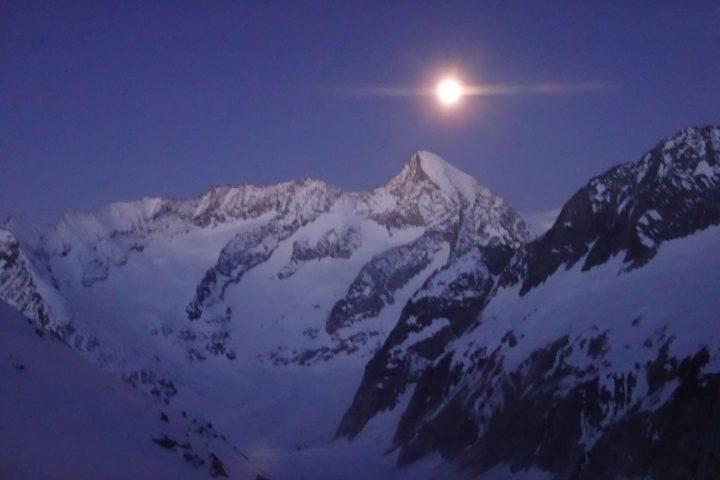 la lune à l'aplomb du Nesthorn