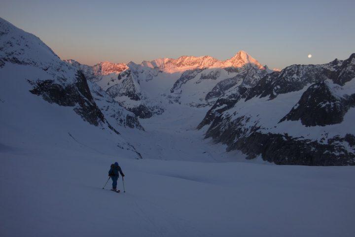 Levé de soleil dans la montée à l'Aletschhorn