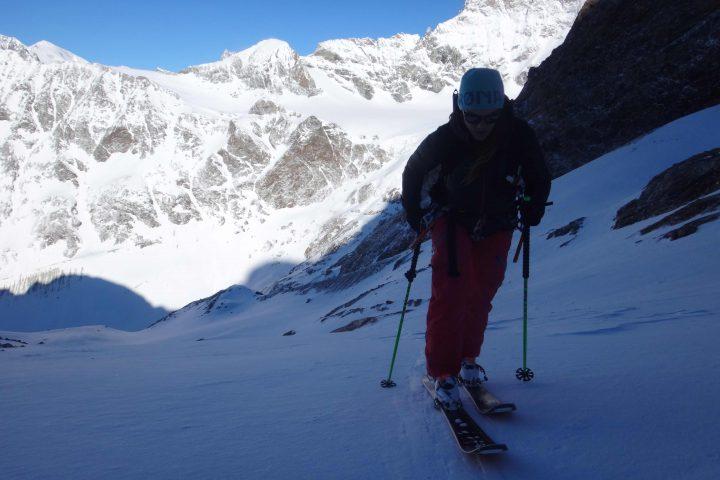 au fond le col de l'évêque où passe Chamonix Zermatt