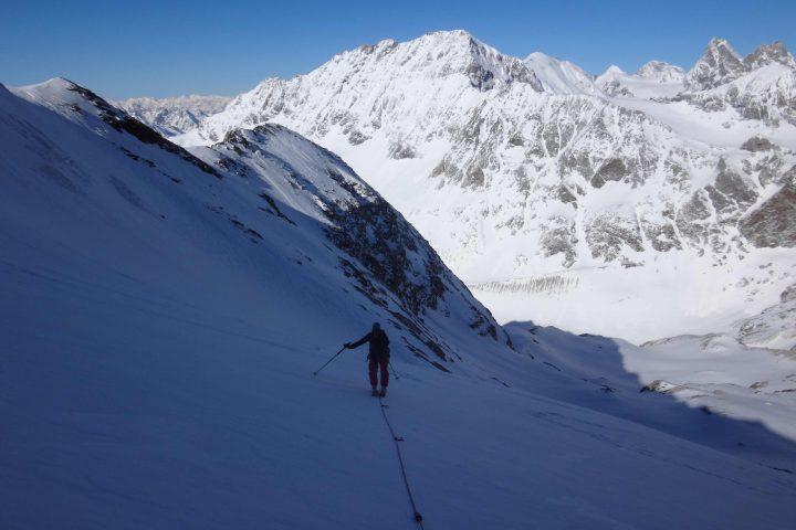 sur le glacier des Grandes Murailles sur fond de Mont Brulé