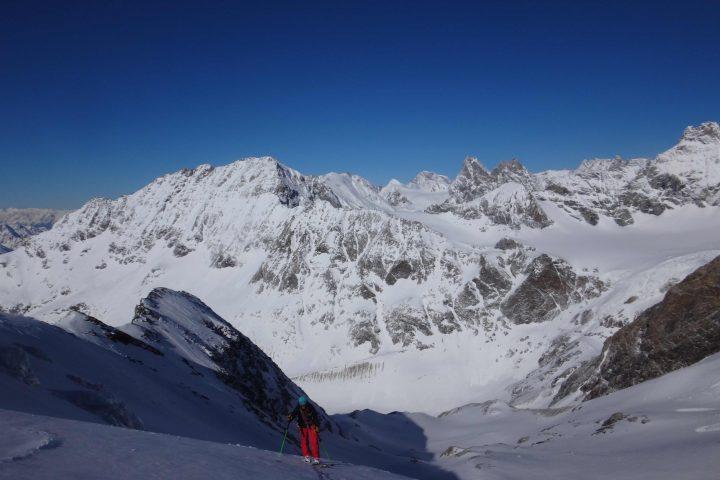 ski de rando sur le glacier des grandes murailles