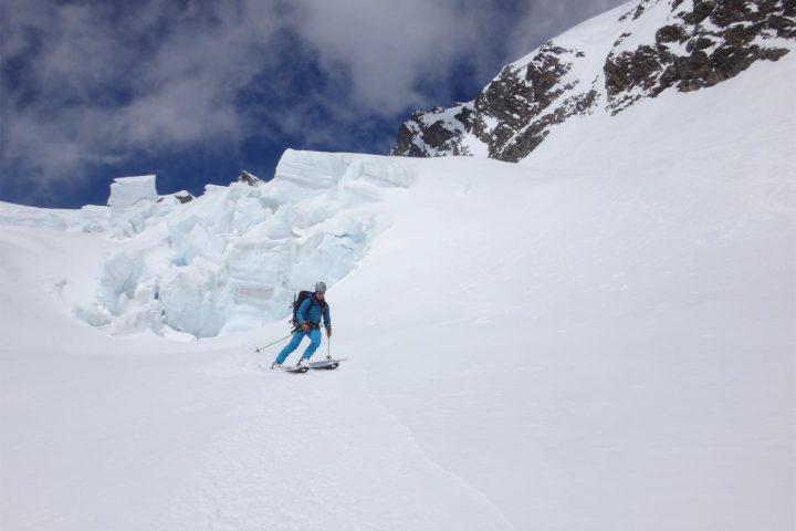 haute route de l'oberland, ski sous les séracs
