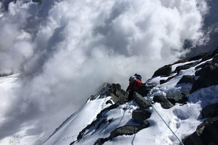derniers mètres en mixte facile avant le sommet du Lenzspitze