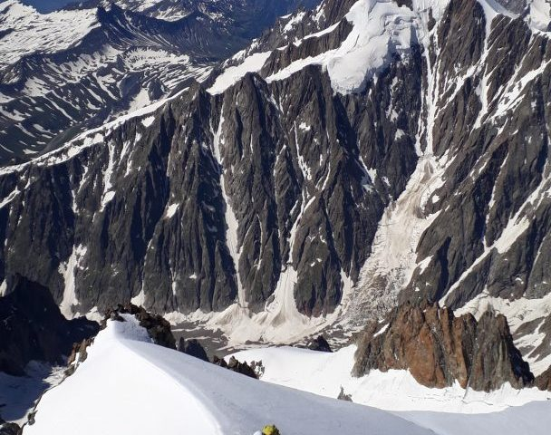 La première arête de neige vers 4500m