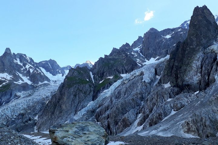 Le glacier du Mont Blanc et l'itinéraire de montée au bivouac
