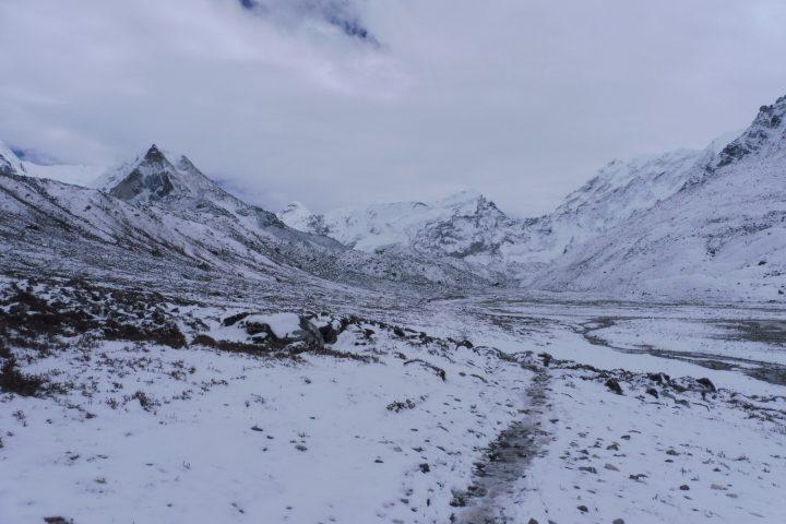 Plateau de l'Imja Khola. A gauche l'Imja Tsé/Island Peak