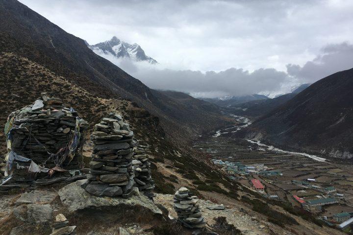 Au dessus de Dingboche ; au fond, la chaine du Lhotse