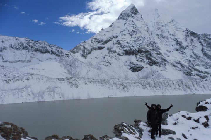 Ama Dablam et grand lac glaciaire d'Imja Tcho