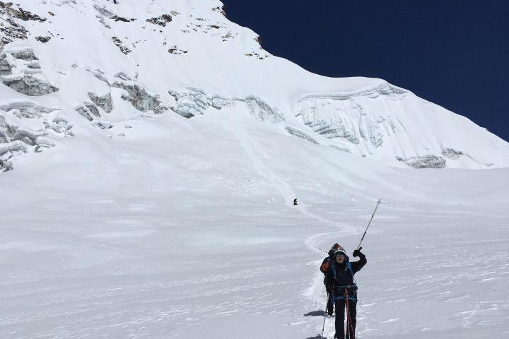 Le sommet de l'Imja Tsé/Island Peak et sa pente finale équipée de cordes fixes
