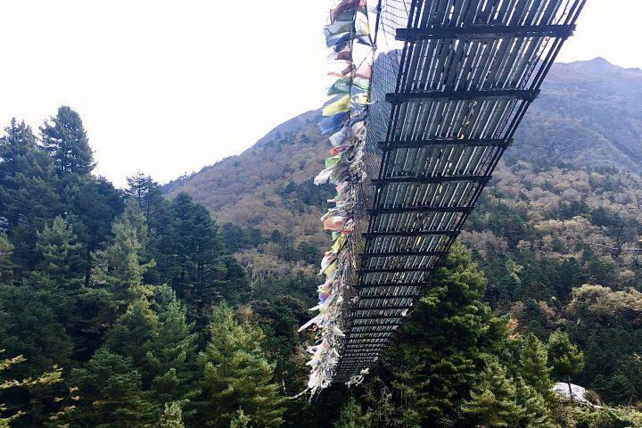 """Pont Népalais au desssus de la Dudh Kosi, """"la rivière de lait"""""""