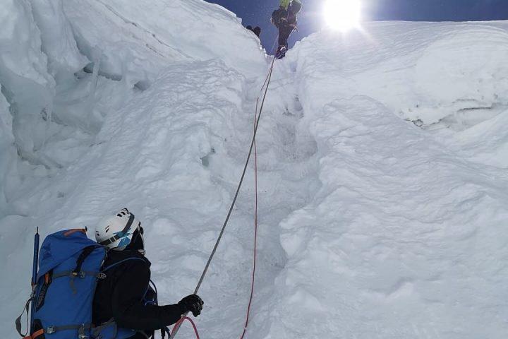 Cordes fixes sur le glacier de l'Imja Tsé/Island Peak