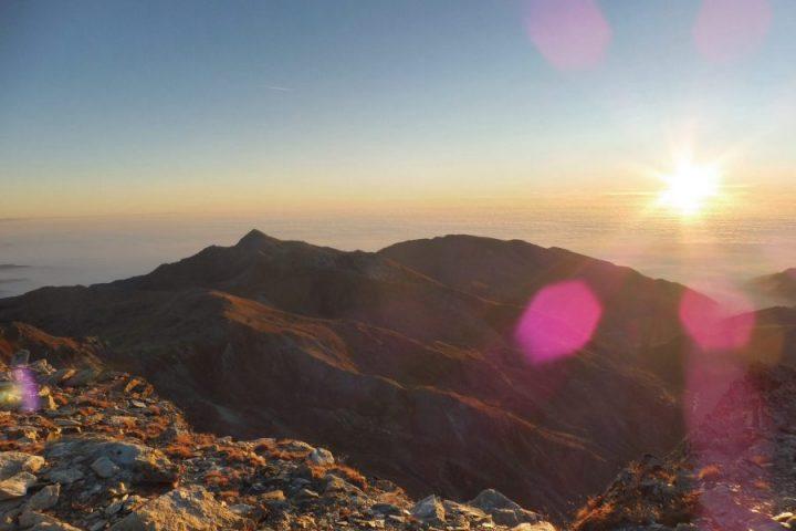 traversée de l'Aiguille Bleue et lever de soleil sur la plaine du Pô