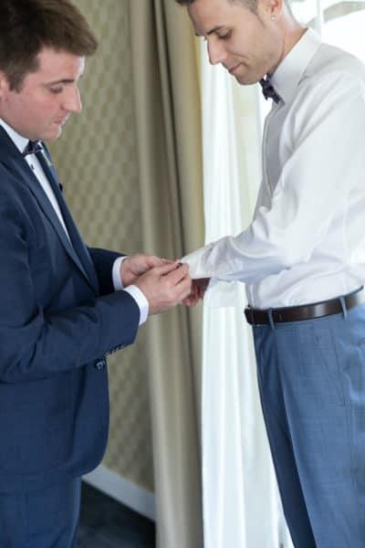 Les essayages du costume de mariage